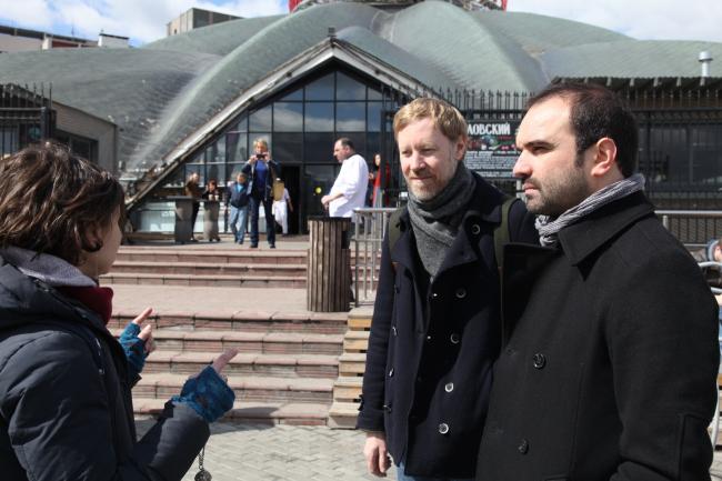 Иво Баррос, Ярослав Ковальчук и Мария Фадеева. Прогулка по территории Шаболовки. Фотография © Александра Чечёткина