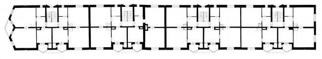 Дом-корабль «Пёстрого ряда». План типового этажа. Изображение предоставлено издательством «БуксМарт»