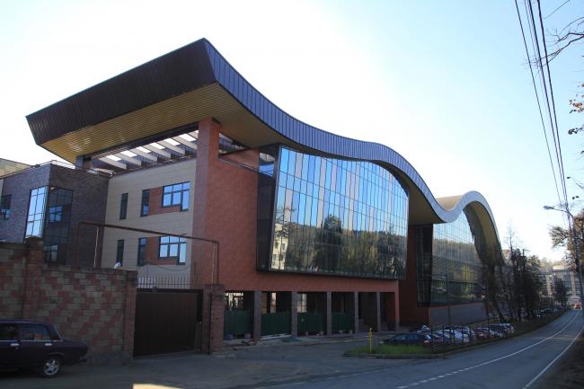 "Multifunctional sports and community center in ""Novogorsk Olympic Village"". Construction, 2013 © Arkhitekturium"