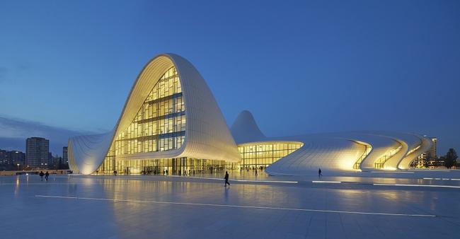 Центр Гейдара Алиева в Баку © Hufton + Crow