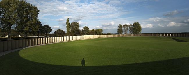 Мемориал «Кольцо памяти» на военном кладбище Нотр-Дам-де-Лорет в Аблен-Сен-Назере © Aitor Ortiz