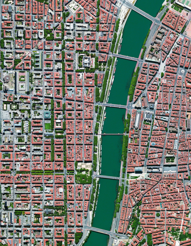 Лион, Франция. Daily Overview | Satellite images © 2016, DigitalGlobe, Inc.