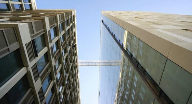 БЦ «Wall street». Уникальное решение крепления стекла. Проектировщик: ТПО «Резерв». Из презентации компании «Юкон Инжиниринг»