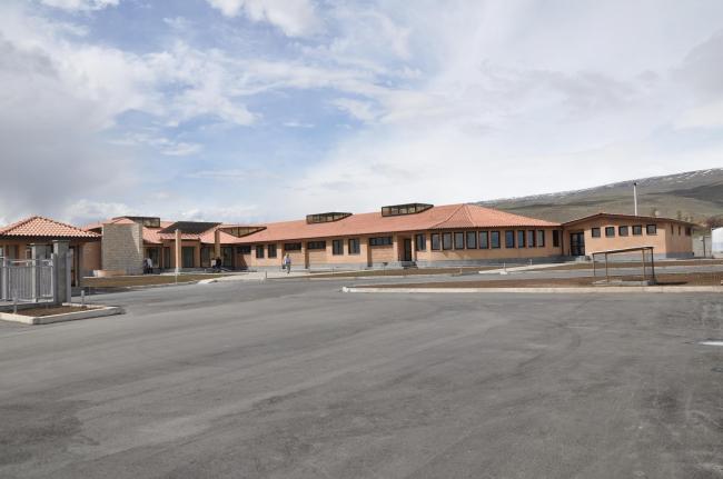 Медицинский центр в селе Кош. Изображение: Palimpsest Architects