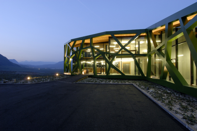 Винодельня Tramin. Архитектор Вернер Чолль © Alexa Rainer
