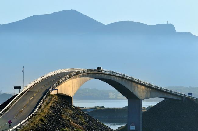Сторсезандетский мост на маршруте «Атлантическая дорога». 1989. Фото © Jarle Wæhler / Statens vegvesen