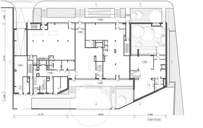 Жилой дом с подземной автостоянкой на ул. Бурденко. План стилобата © Сергей Скуратов ARCHITECTS