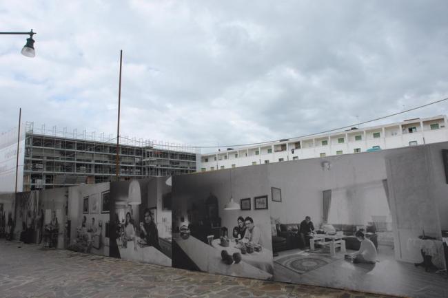 Павильон Португалии на Кампо-ди-Марте. За забором – сданный и недостроенный жилые корпуса по проекту Алваро Сизы. Фото: Нина Фролова