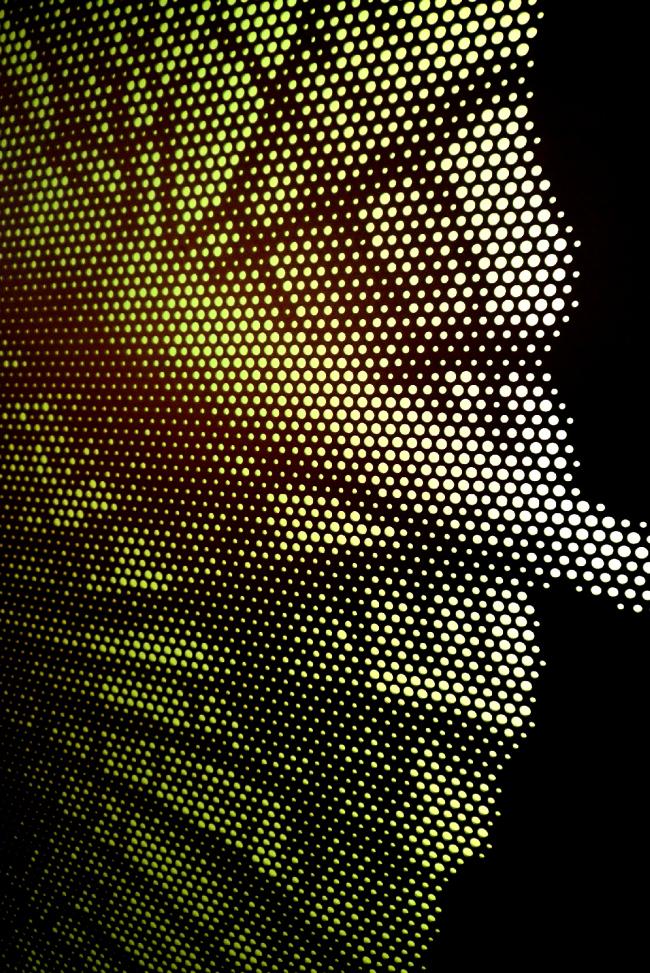 художественая перфорация металла для оригинальных фасадов с подсветкой, фрагмент
