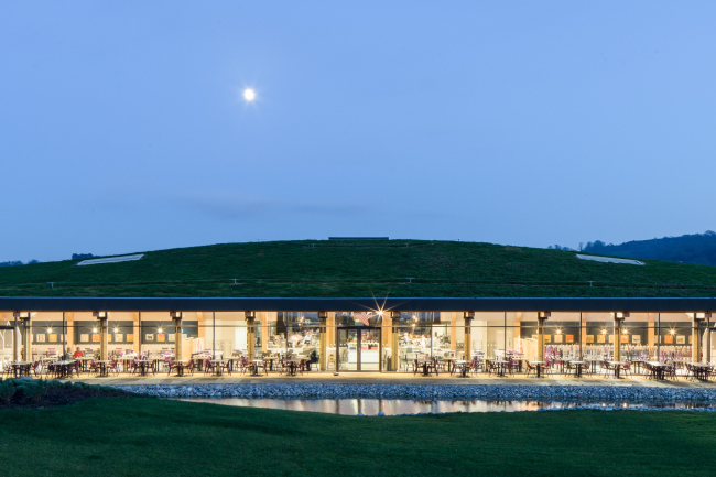 Придорожный комплекс Gloucester Services в Глостере, Глостершир.  Glenn Howells Architects. Фото © Paul Miller