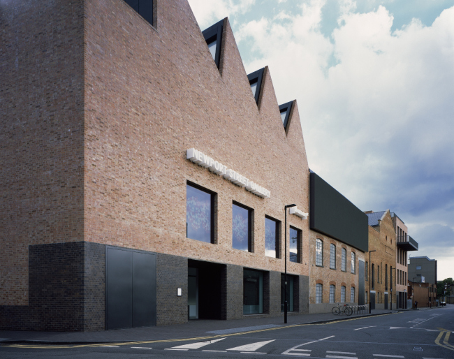 Галерея Newport Street Gallery в Воксхолле, Лондон.  Caruso St John Architects. Фото © Hélène Binet
