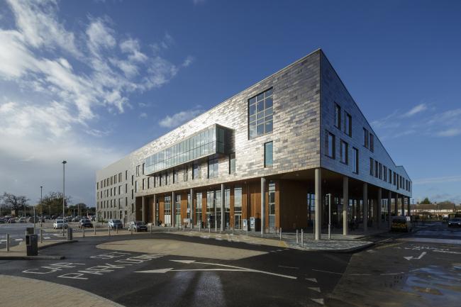 Больница New QEII в Уэлин-Гарден-Сити, Хартфордшир. Penoyre & Prasad LLP. Фото © Tim Crocker