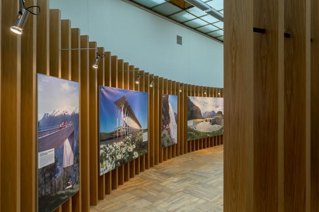 Проект speech: norway, фотовыставка «Национальные туристические дороги Норвегии» на XXI Международной выставке архитектуры и дизайна Арх Москва. Фотограф © В. Буланов