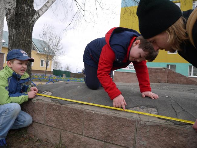 Тот самый «Черный кортик» (справа – Роман Ковенский). Иллюстрация предоставлена участниками проекта «Арт-дворы»