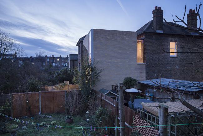 Дом House of Trace в Луишеме, Лондон.  Tsuruta Architects. Фото © Tim Croker