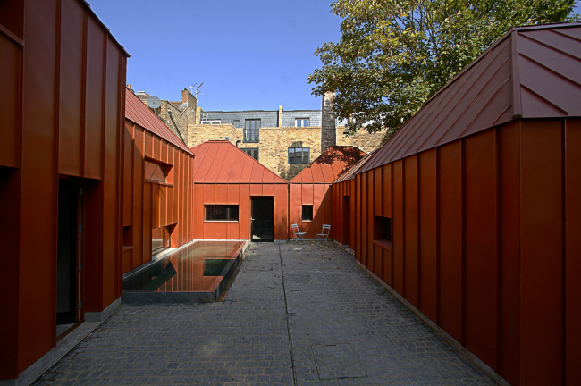 Дом Tin House, Шепердс-Буш, Лондон.  Henning Stummel Architects. Фото © Luke Caulfield