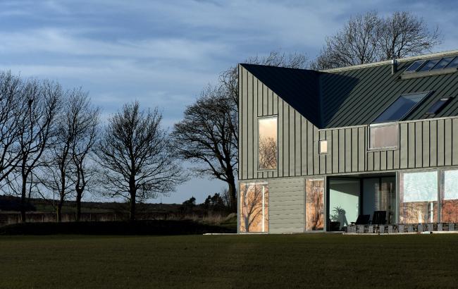 Дом Zinc-House, Моники, Ангус.  LJR+H Chartered Architects. Фото © Mark O′Connor