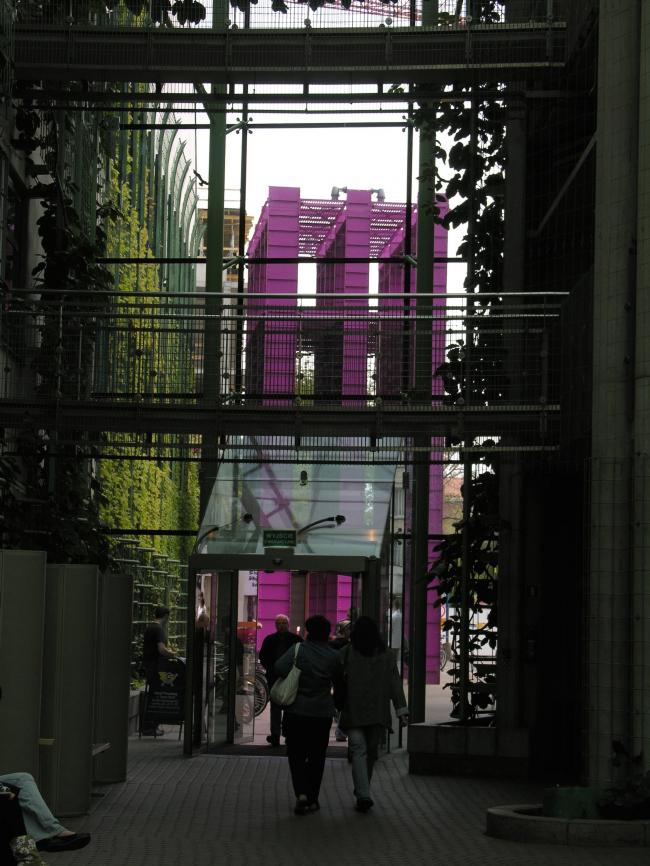 """Библиотека Варшавского университета. Здание «Рогалик». Постройка, 2000. Фотография © Архитектурная мастерская """"Budzynski & Badowski"""""""