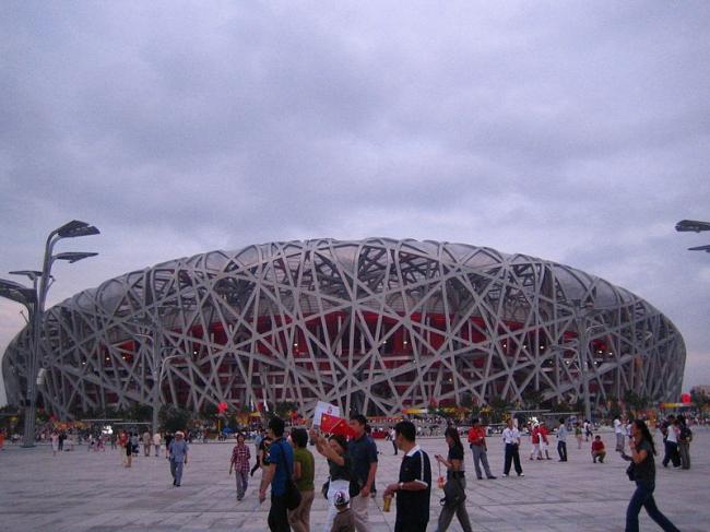 Национальный Олимпийский стадион. Фото: Alex Needham via Wikimedia Commons. Фото находится в общественном доступе