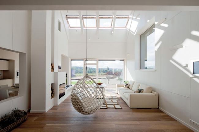 VELUX в «Активном Доме» в Подмосковье. Каждая комната дома имеет свое индивидуальное предназначение и уникальные черты. Поэтому мансардные окна VELUX специально подбирались для каждой комнаты отдельно. Всего в доме установлено 24 мансардных окна VELUX общей площадью 22.3 м2. Количество мансардных окон для каждой комнаты рассчитывалось с помощью программы Daylight VIZ таким образом, чтобы обеспечить оптимальное количество естественного освещения, равномерно осветить все пространство и гарантировать эффективную вентиляцию.