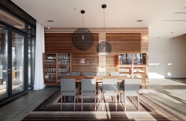 Хэмтон Хаус. Загородный дом. Обеденный стол. Постройка, 2016 © Архитектурное бюро Романа Леонидова