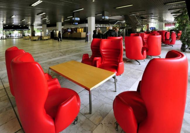 Холл отеля Thermal. Источник: http://www.ceskatelevize.cz/ct24/regiony/1531430-bude-festivalovy-hotel-thermal-pamatkou