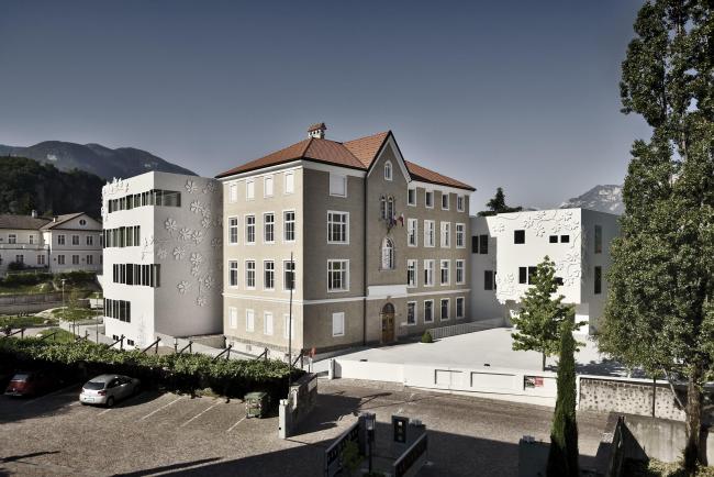 Реконструкция исторической школы в городе Ора © Oskar Da Riz