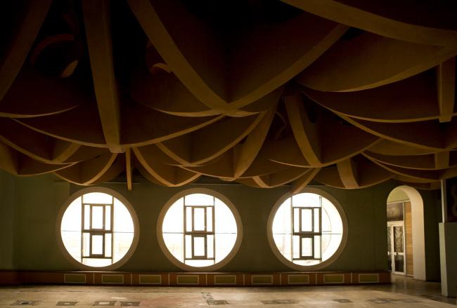 Интерьеры Новгородского академического театра драмы имени Ф. М. Достоевского. Изображение предоставлено создателями фильма
