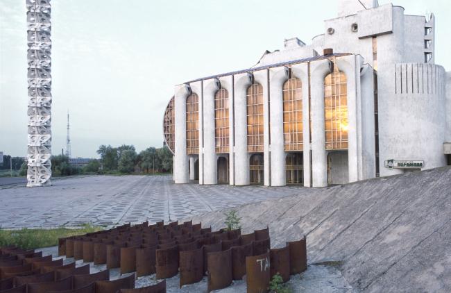 Новгородский академический театр драмы имени Ф. М. Достоевского. Изображение предоставлено создателями фильма
