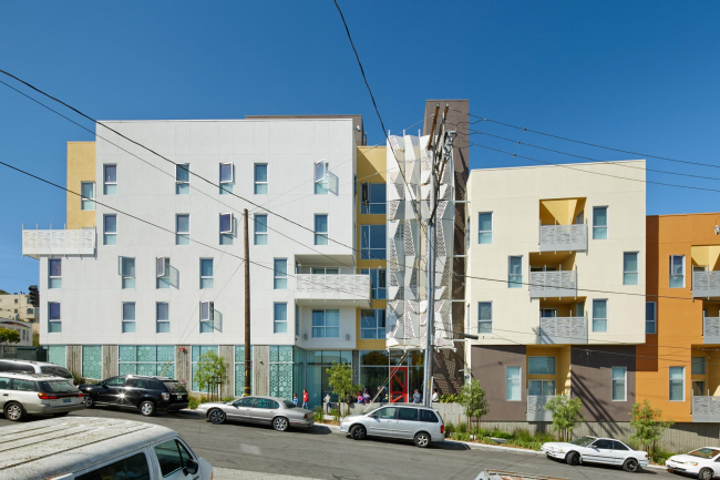 Bayview Hill Gardens affordable housing with Botswanan pattern © Bruce Damonte