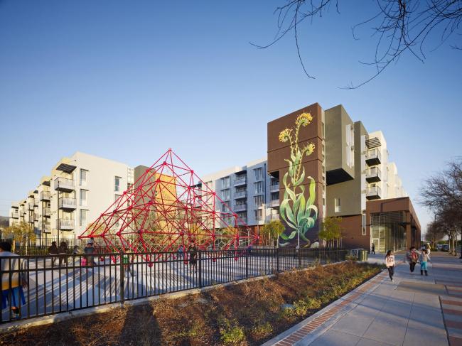 Station Center Family Housing with «Taking Root» mural © Bruce Damonte