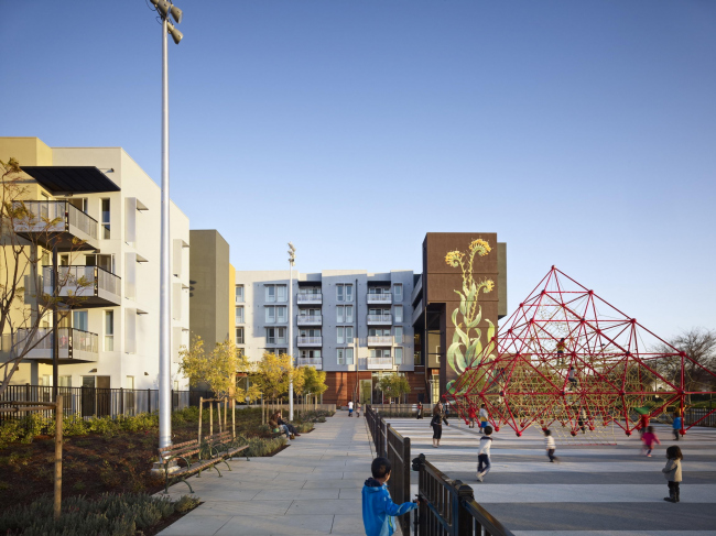 Station Center Family Housing with «Taking Root» mural © Bruce Damonte