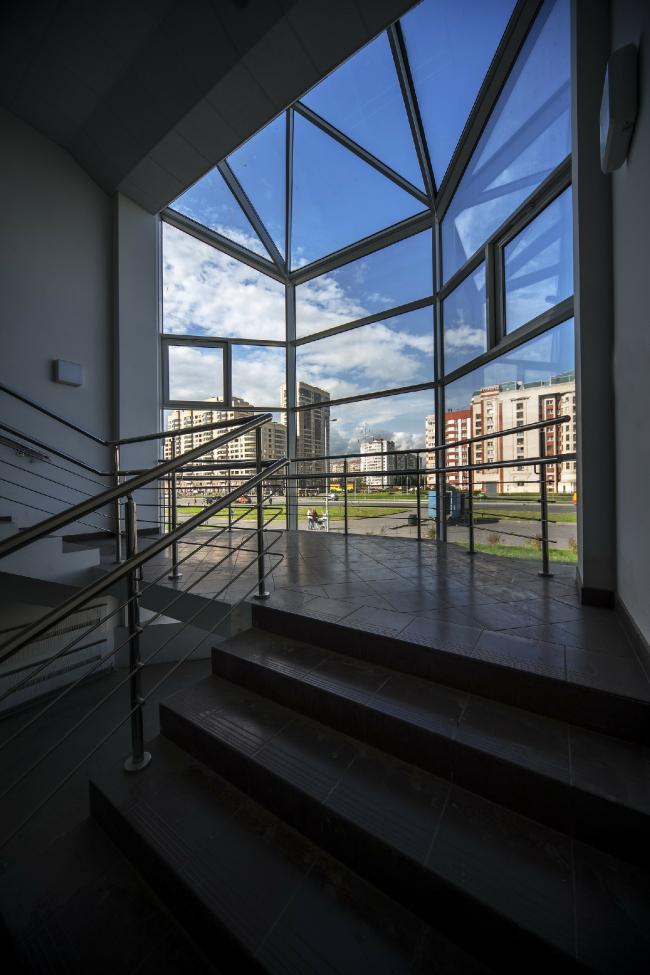 Молодёжный досуговый центр. Фонарь со стороны Богатырского проспекта. Постройка, 2014 © Архитектурная мастерская А.А. Столярчука