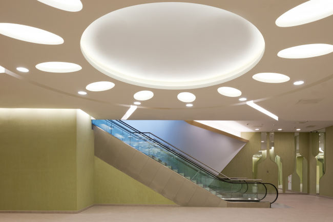 """Public areas in the """"Eurasia"""" Tower in the complex of """"Moscow City"""". Implementation, 2014 © Sergey Estrin Architects"""
