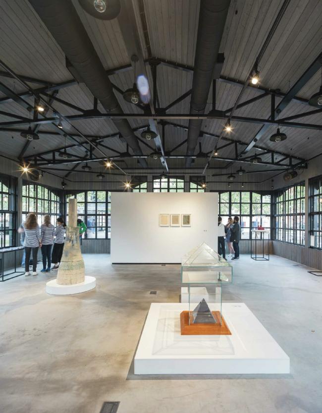 Выставка «Гаража» в павильоне выставочной галереи. Новая Голландия. Изображение предоставлено New Holland Development