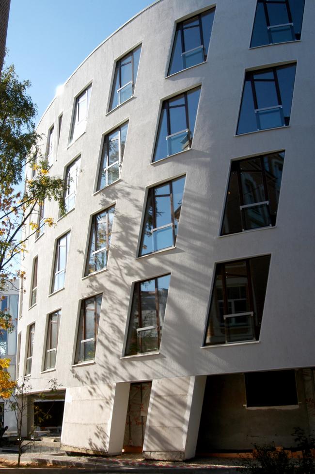 """""""Embassy House"""" residential building. Photo by courtesy of """"Ostozhenka"""" Bureau"""