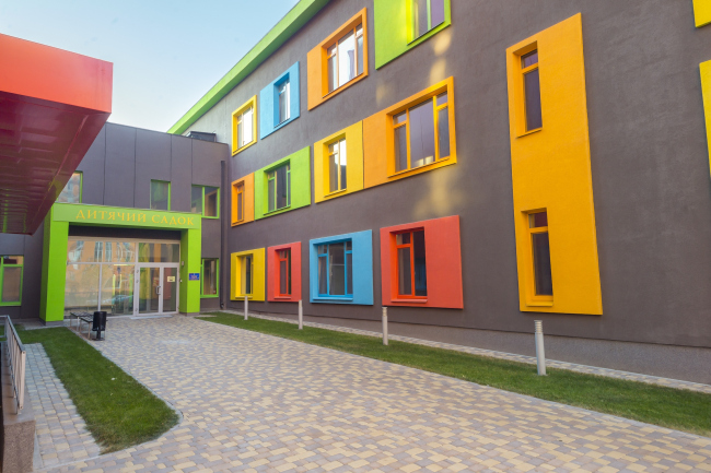 """The kindergarten and the junior high school on the territory of """"Comfort Town"""" residential area. The kindergarten unit. Construction, 2014 © Archimatika"""