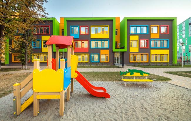 Учебный комплекс «Академия современного образования» на территории жилого квартала «Комфорт-таун». Постройка, 2014 © Архиматика