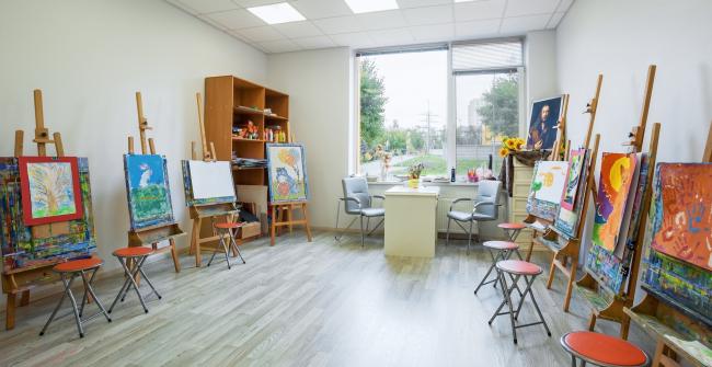 Художественная студия в школе искусств на территории жилого квартала «Комфорт-таун». Школа искусств. Постройка, 2014 © Архиматика