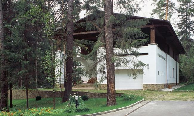 Загородный дом в поселке Дунино. Реализация, 2000 © Архитектурная мастерская «Группа АБВ»