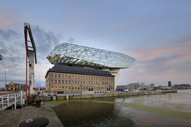 Здание администрации порта Антверпена © Hufton + Crow