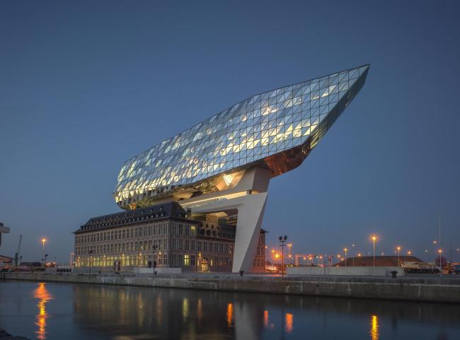 Здание администрации порта Антверпена © Tim Fisher