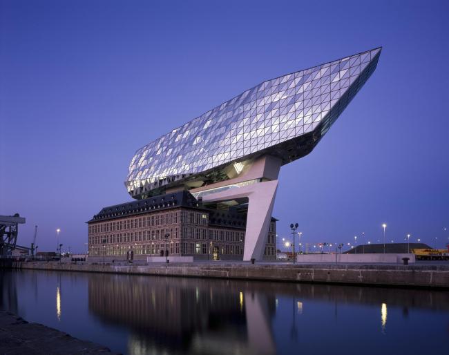 Здание администрации порта Антверпена © Hélène Binet