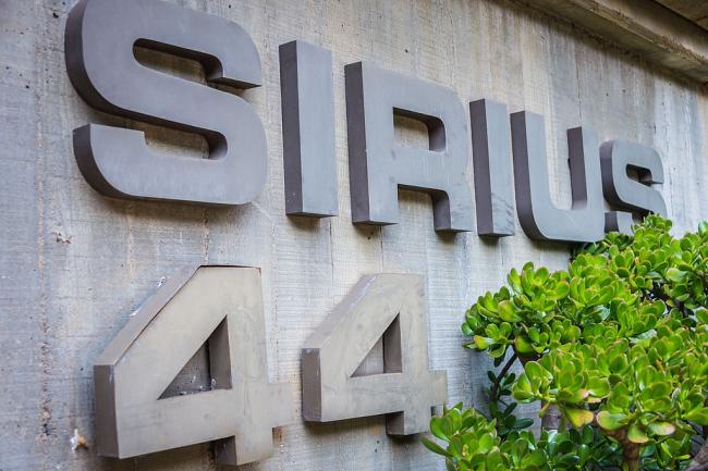 Жилой комплекс «Сириус», аншлаг. Автор Hpeterswald. Лицензия CC BY-SA 4.0
