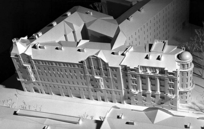 A residential building on the Kamennoostrovsky Avenue. Construction, 2000. Model © M.Pavlichuk
