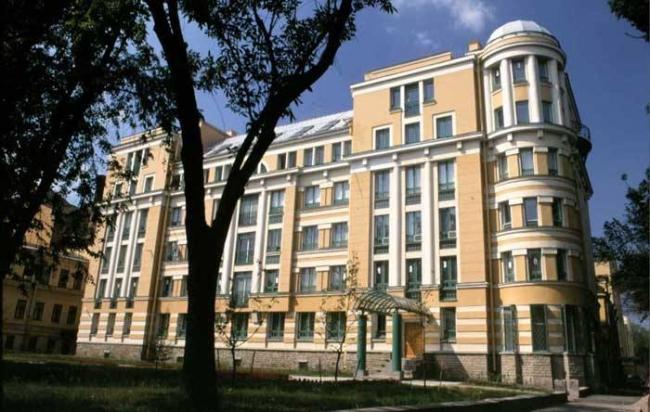 Жилой дом на Суворовском проспекте. Постройка, 1998. Фотография © Е. Герасимов, А. Народицкий