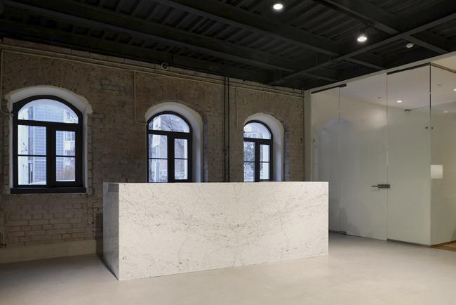 Интерьер офиса продаж компании «Вектор Инвестментс». Реализация, 2015 © Nowadays