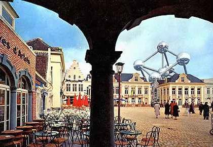 «Атомиум». Вид с Рыночной площади Брюсселя