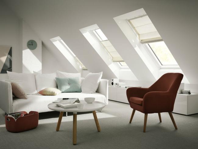 Светлая гостиная в мансарде. Фотография предоставлена компанией Velux