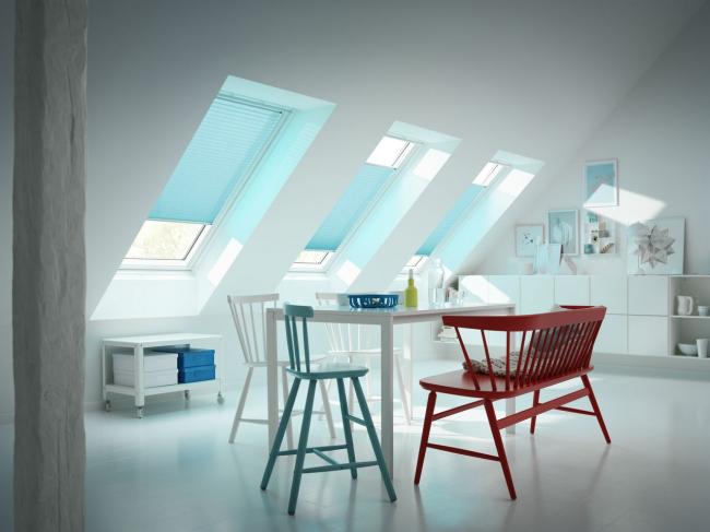Шторы-плиссе для мансардных окон мягко приглушат свет и дополнят ваш интерьер. Фотография предоставлена компанией Velux